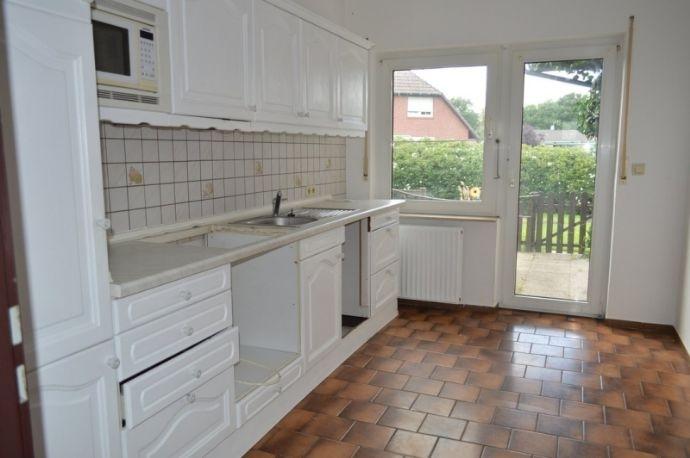 Küche mit Zugang zum Garten.jpg
