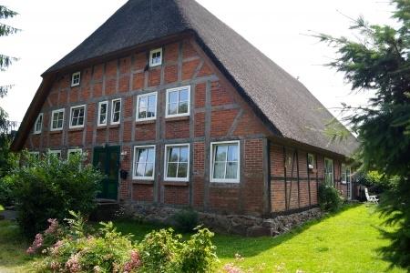 Landhaus Immobilie unter Reet von Arne Wulf Immobilien