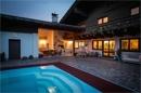 Haus mit Pool und Sommerküche