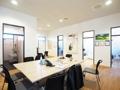 (S) Blick vom Besprechungs- & Gemeinschaftsraum auf die Einzelbüros
