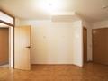 Eingangsbereich mit Gäste-WC und Glastrennwand zum Wohnzimmer