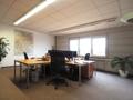 Büroraum mit großer Fensterfront