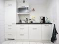 Saubere, großzügige Küchenzeile