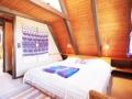Schlafzimmer im Obergeschoss mit Stauraum im Hängeboden
