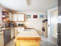 Helle Küche mit viel Platz