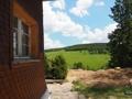 Schindelfassade mit Blick ins Tal