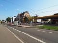 Ansicht des Gebäudes mit Straßenbahnhaltestelle