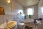 Tageslichtbad mit Eckbadewanne