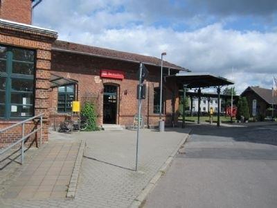 Bahnhofsvorfahrt mit Servicestore