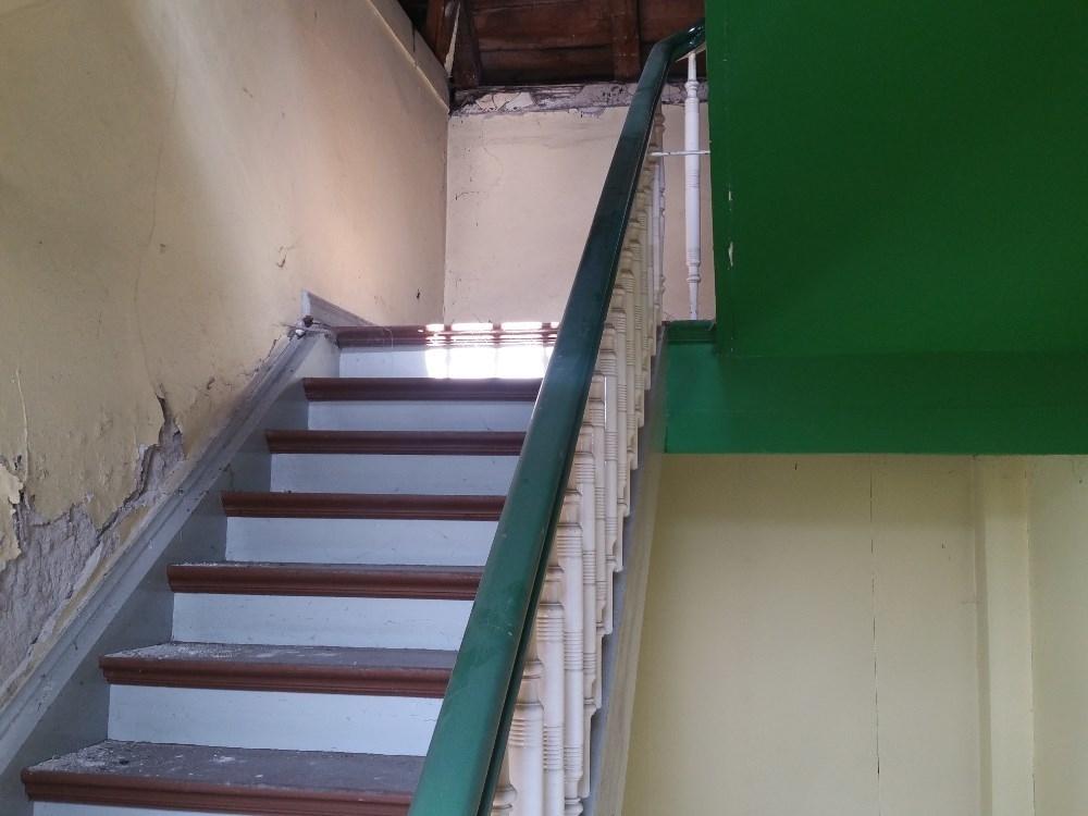 Treppenaufgang zu Wohnungsbereich