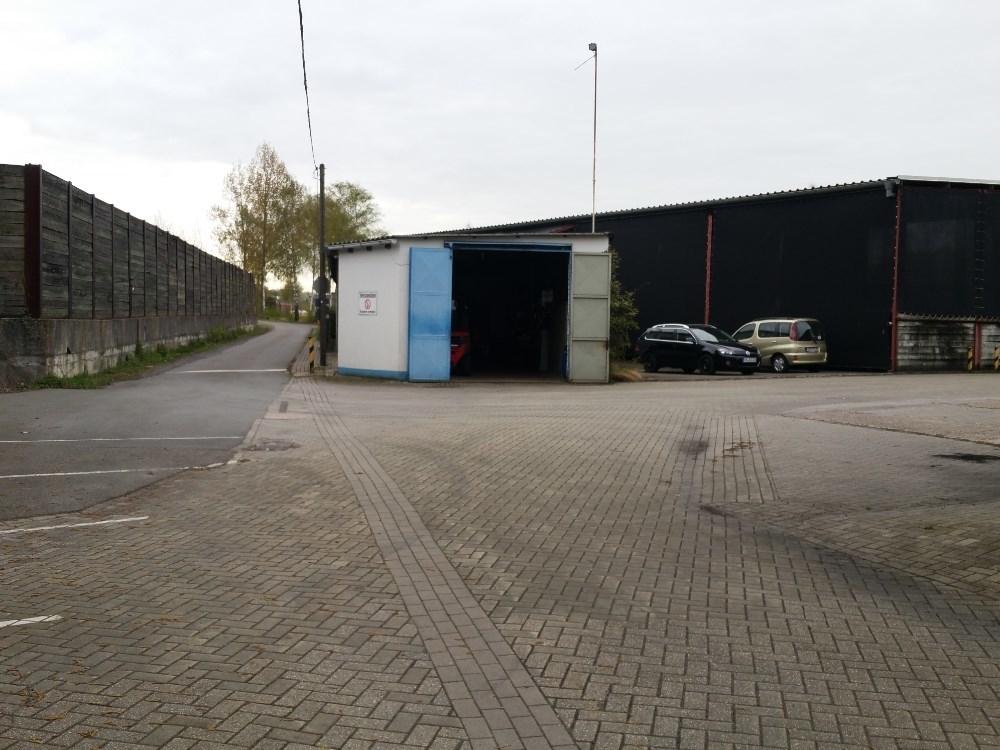 Garage und Lagerhalle