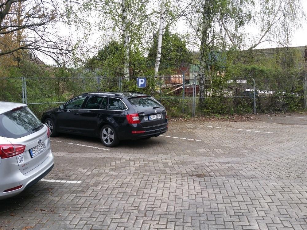 Parkplatz am Bürogebäude
