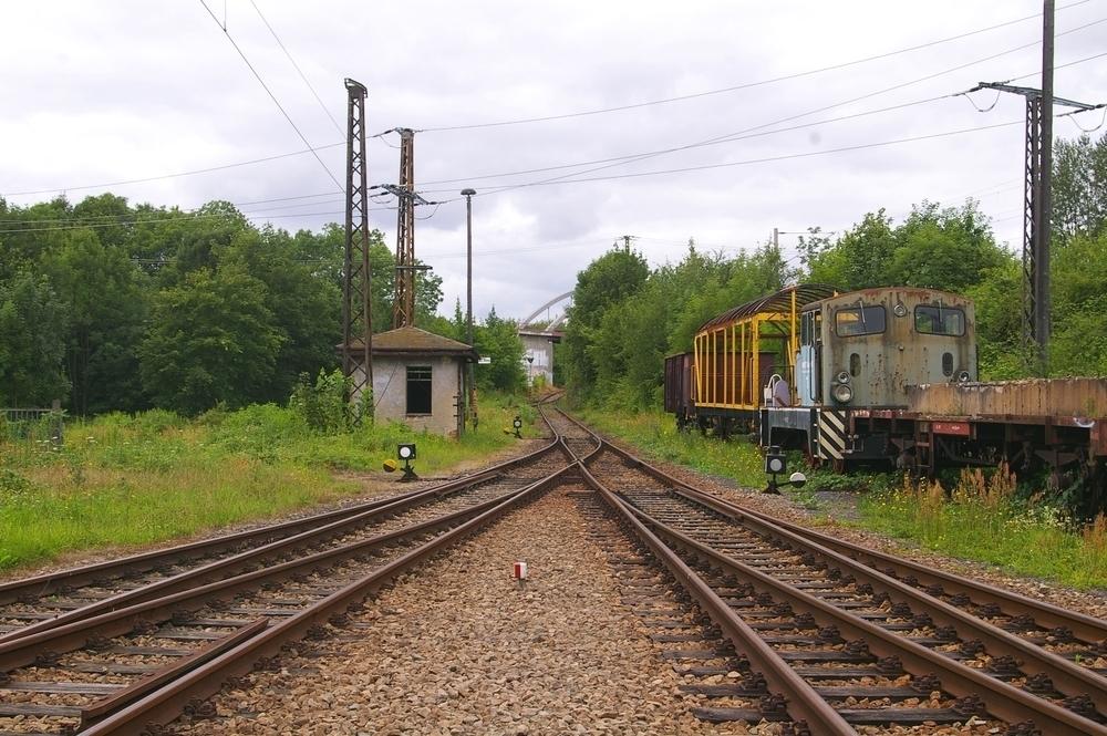 Gleisanlagen aus dem Gelände heraus