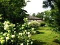 Hausansicht mit Garten - Bauland