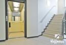 Fahrstuhl und Treppenhaus