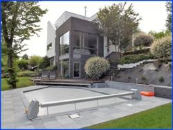 Außenansicht des Hauses mit Pool-03