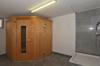 Wellnessraum mit Sauna und Dusche im UG