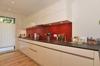 ...helle Küche mit viel Platz...