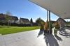 ...teilweiser gedeckter Terrasse