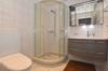 Nasszelle mit Dusche, WC und Lavabo