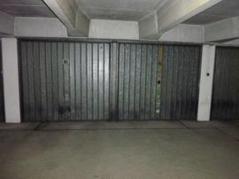 zwei Garagen nebeneinander !