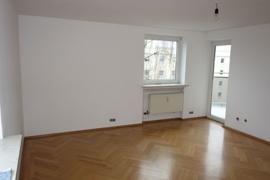 Wohnzimmer 23 qm mit Zugang z.Balkon