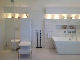 Hauptbad mit Fenster DU/Wanne/Doppelwaschtisch