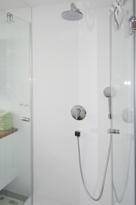 Dusche im Gästebereich / Kind
