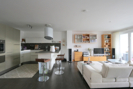 offene Küche mit Wohnbereich