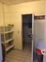 Abstellraum und Blick WC:Dusche