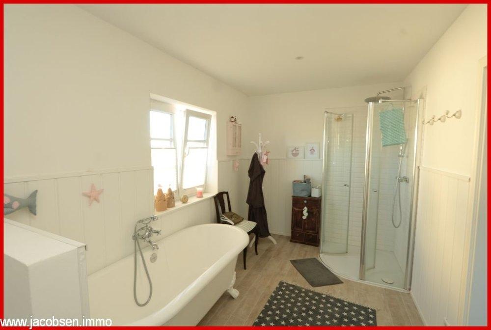 Bad mit Wanne && Dusche im EG