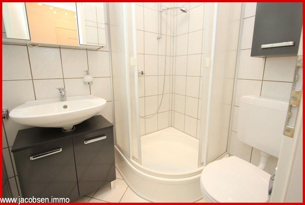 Duschbad im Büro links