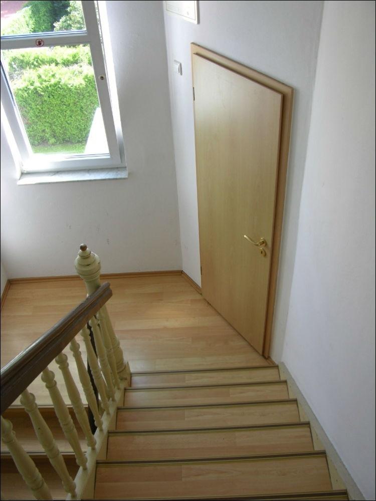 Abstellraum - halbe Treppe(2)