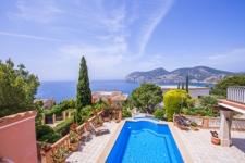 grosser Pool und Relaxbereich Villa Camp de Mar