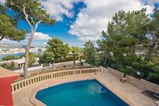 Immobilie mit Meerblick und Pool in Cala Vinyas