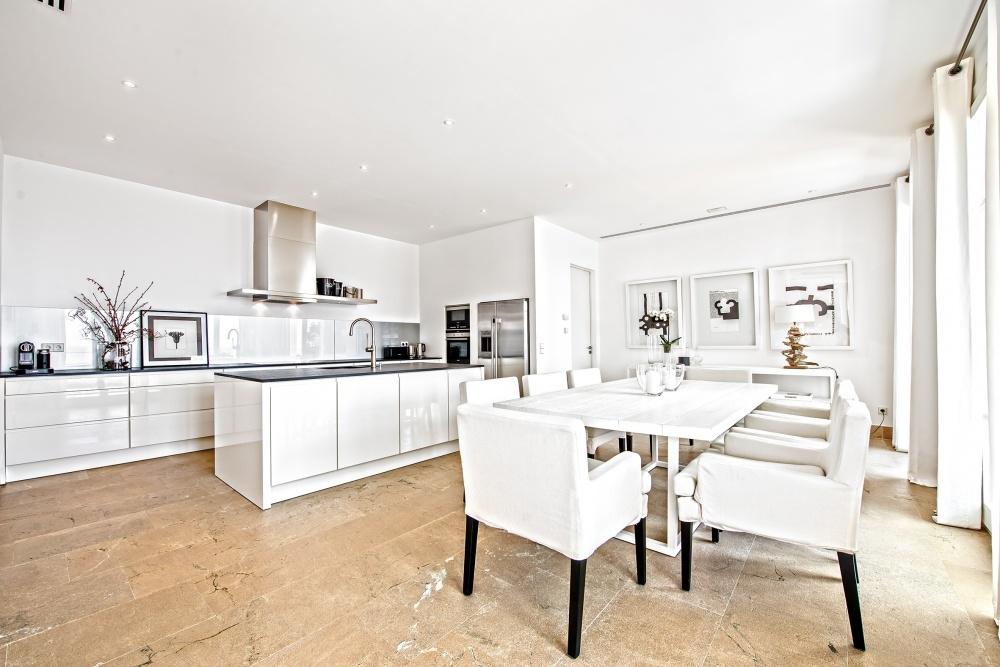 Moderne Einbauküche und Essbereich Villa Port Andratx