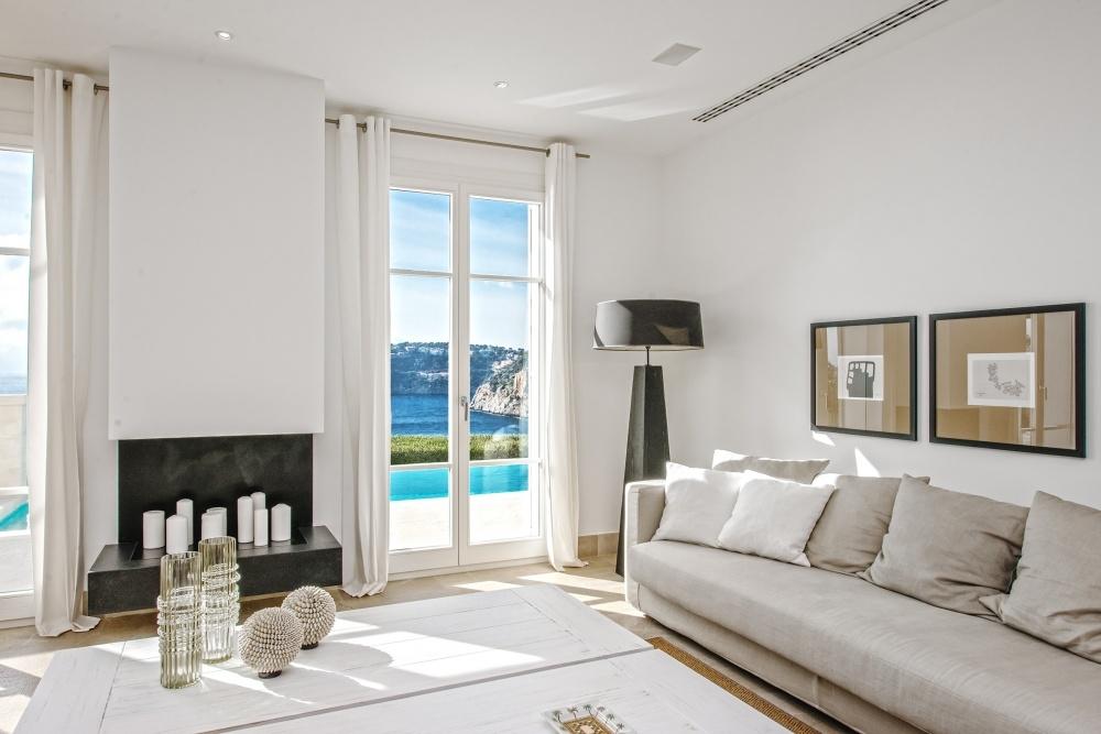 Wohnzimmer mit Kamin und Meerblick Villa Mallorca