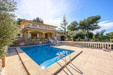 Great spacious villa with pool in quiet residencial area in Santa Ponsa in good condition