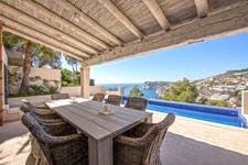 Teils überdachte Terrasse und Pool in Meerblick Villa Puerto de Andratx