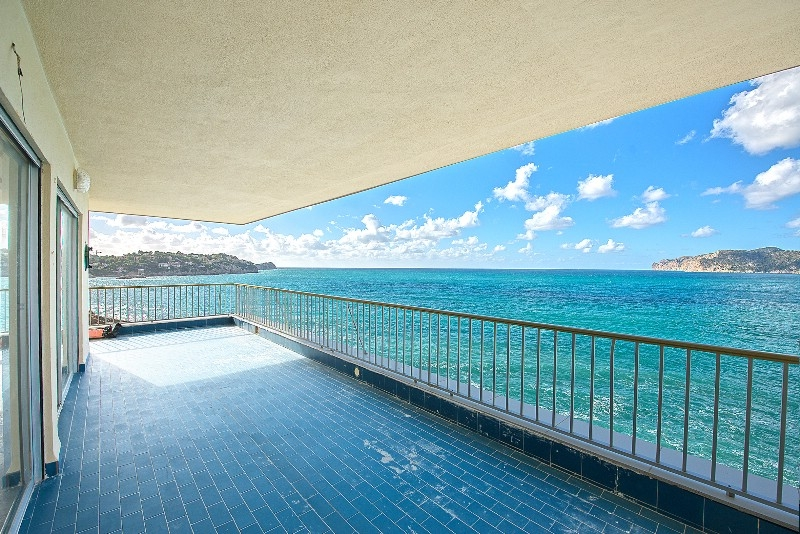 Apartment for renovation in first sea line in Santa Ponsa