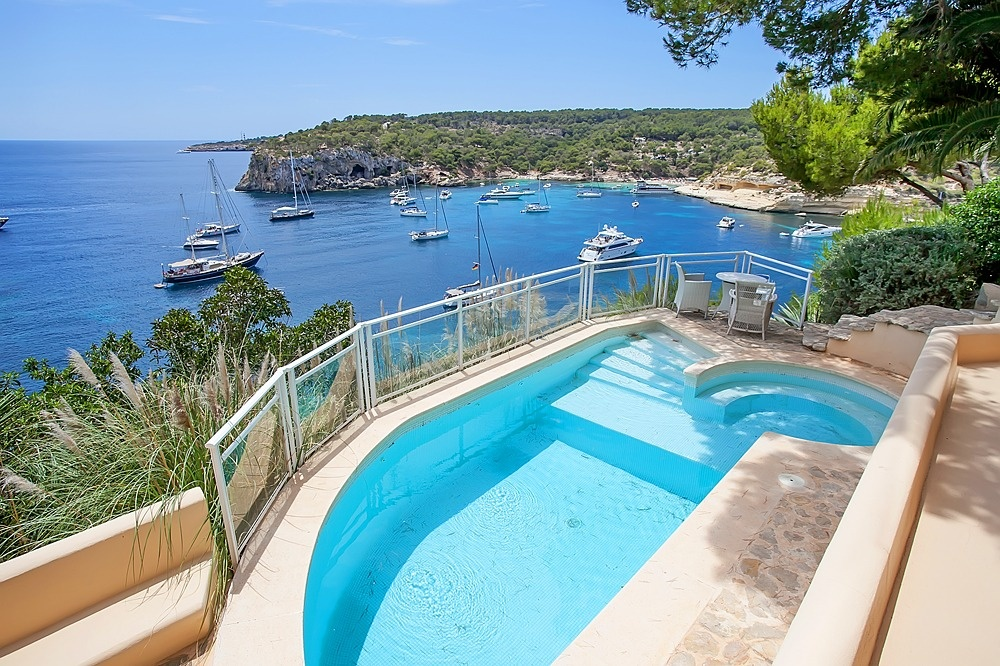 Beautiful villa in front line in Portals Vells with sea access