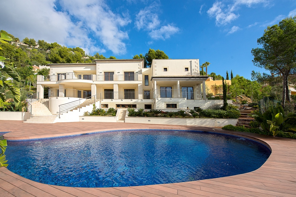 Lovely villa in Son Vida ideal for entertainment   This exclusive villa offers a main living area  where one can find two double bedrooms with an en-suite