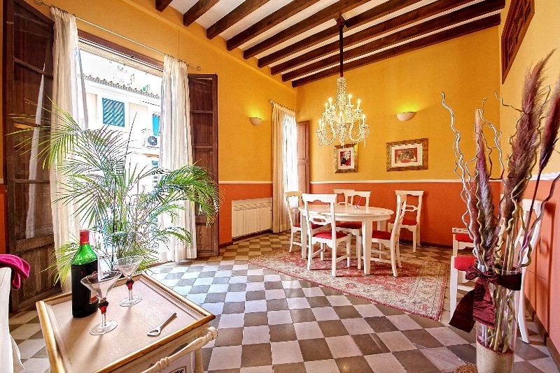 Beautiful apartment situated in a well maintained building in a central location in the old town of Palma de Mallorca