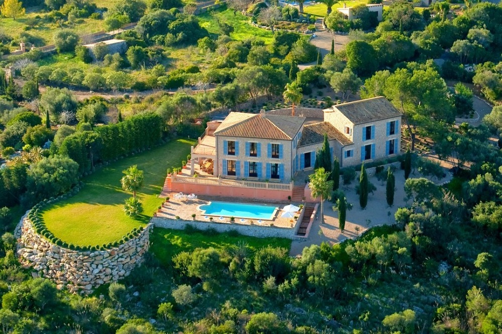 Extraordinary mansion with sea view and outstanding interior and own heliport