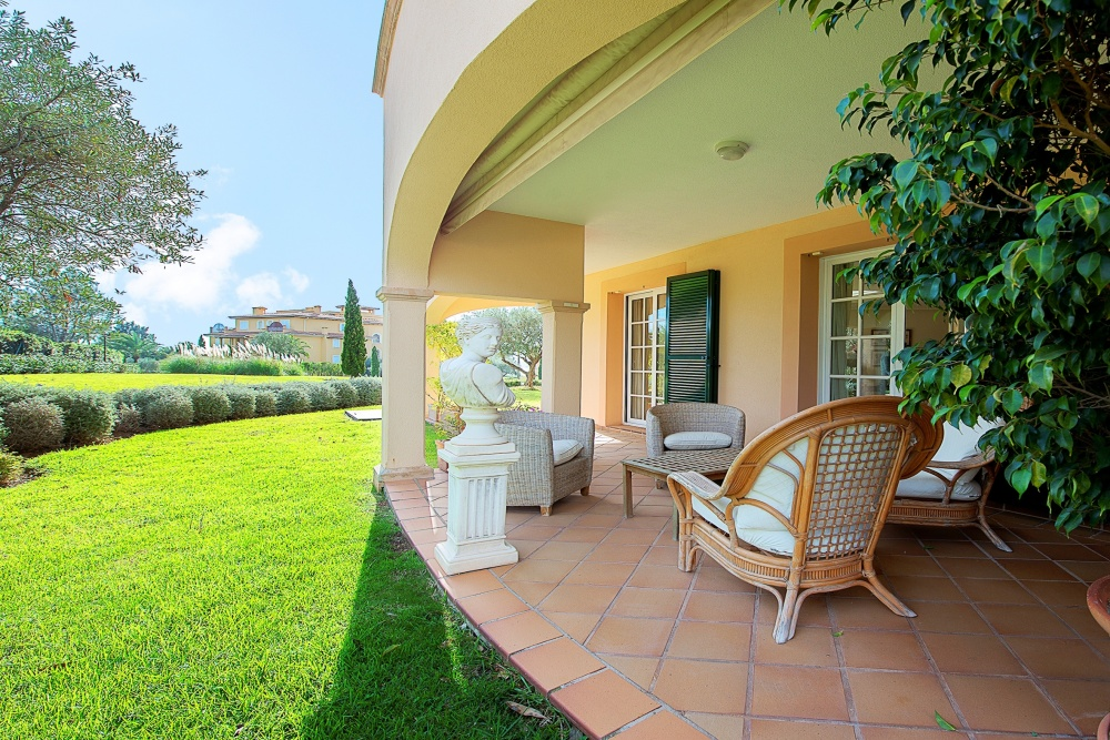 Gorgeous garden apartment in exclusive residence of Mardavall