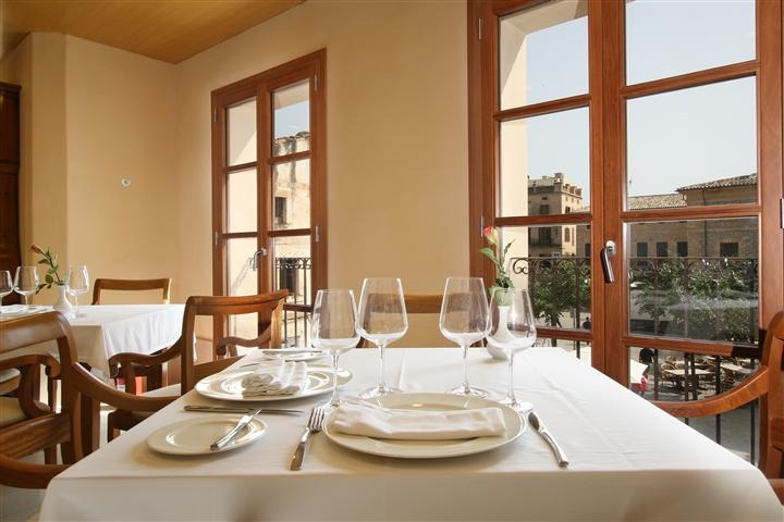 Situation  This charming hotel is located in a PRIVILEGED place in the main square of Pollensa  in the HISTORIC village and on a pedestrian street