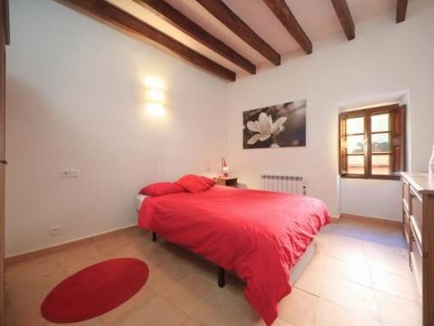 Beautifully decorated and renovated townhouse