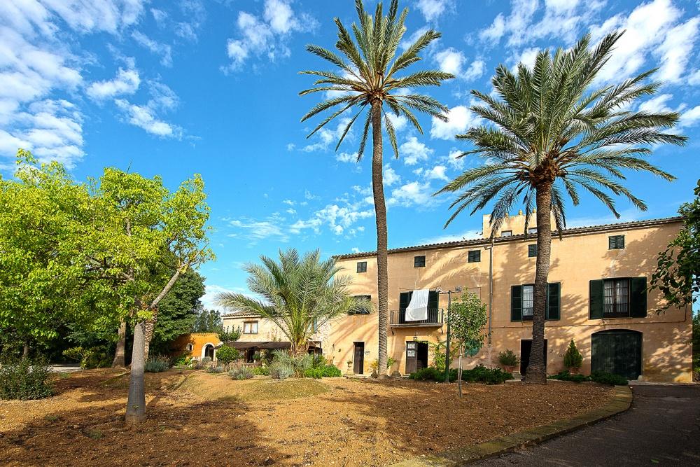 Mansion with ample garden areas and pool in Son Sardina  close to Palma de Mallorca
