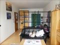 Wohnzimmer mit Blick auf den Schlafbereich