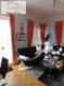 Wohnzimmer mit bodentiefen Fenstern